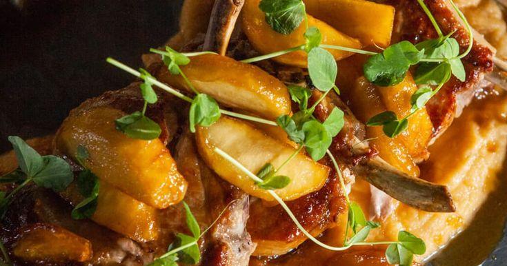 """<p>Un repas principal bien cochon et savoureux présenté par<a href=""""https://foodlavie.com/experts/martin-juneau-3""""><strong> Martin Juneau</strong></a>.</p>    <p>→ Cette recette fait aussi partie de notre <a href=""""https://foodlavie.com/articles/top-recettes-de-cotelettes-de-porc-decadentes"""">TOP : 8 recettes de côtelettes ..."""