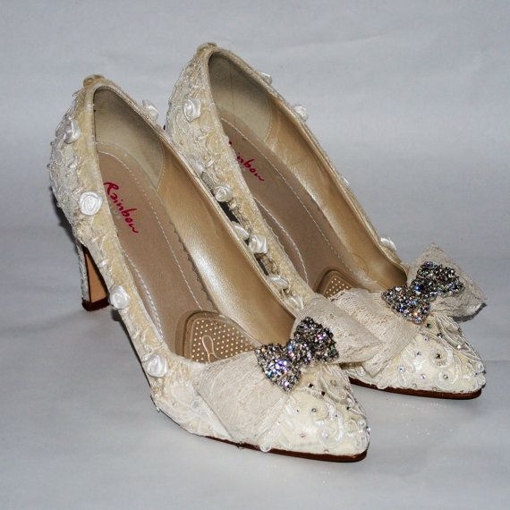 Luxury Vintage Handmade Custom Delicate Lace Wedding Shoes Ivory Court Shoes Low Heel