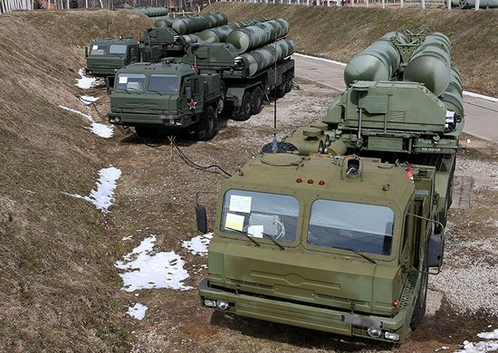 Crews of S-300 and S-400 air defence missile systems engaged high-speed air targets in the Astrakhan region