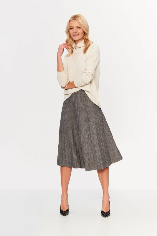 KNITTED SKIRT WITH TRENDY SEAMS