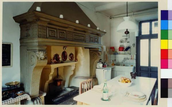Bovisio - Masciago - villa Zari - interno - cucina - camino - tavolo