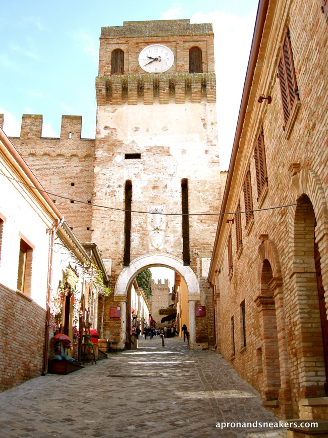 Cooking & Traveling in Italy: Fiori d'Acacia Fritti (Fried Black Locust Flowers) and the Medieval Town & Castle of Gradara