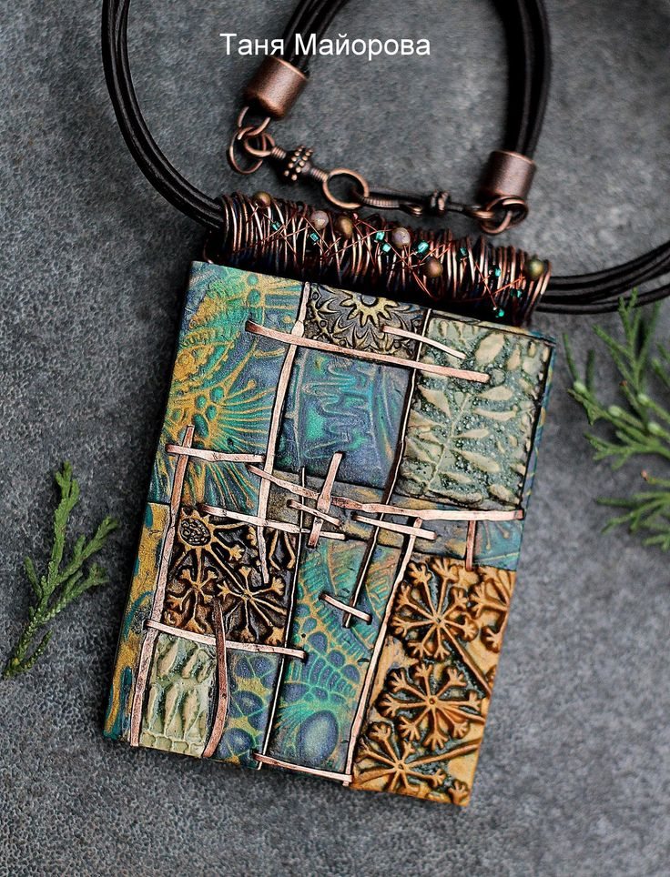 Tanya Mayorova: This necklace has such wonderful work done!  Totally my type of jewelry.
