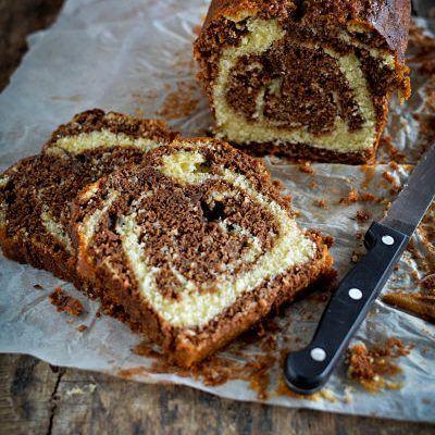 Un cake au chocolat marbré très moelleux grâce à l'ajout de lait fermenté dans la pâte