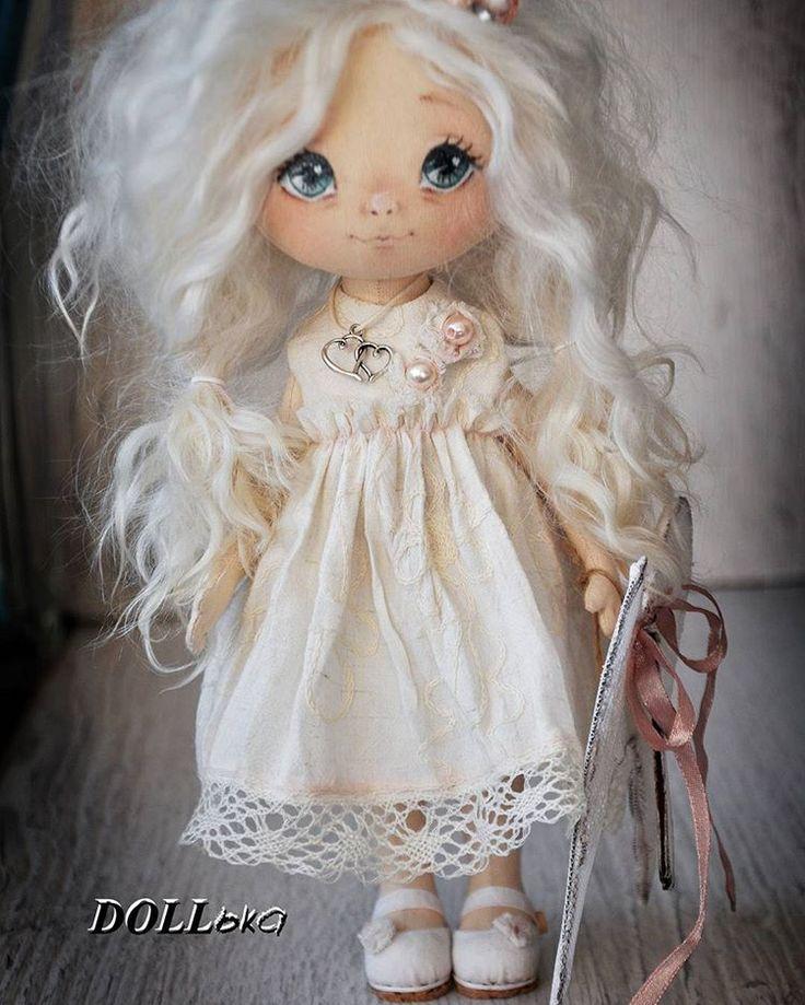 Доброе утро, мои дорогие!!!Покажу сегодня ещё одну малышку Ангела, сшита по мотивам))))Люблюнимагу)))) #doll__ka #куклаизткани #instadolls #artdolls #текстильнаяигрушка #hademade #малышкамоя #кукласвоимируками #dollshoes #dolldress #процессы #куколкамоя #куклаинтерьерная #dollmakers #куклатекстильная #dollstories #подароксдушой #кукламоя #dollstory #кукларучнаяработа #куклавналичии #dollslife #текстильнаякукларучнойработы #dollshow #авторскаякукларучнойработы #dollshead #ручнаяра...