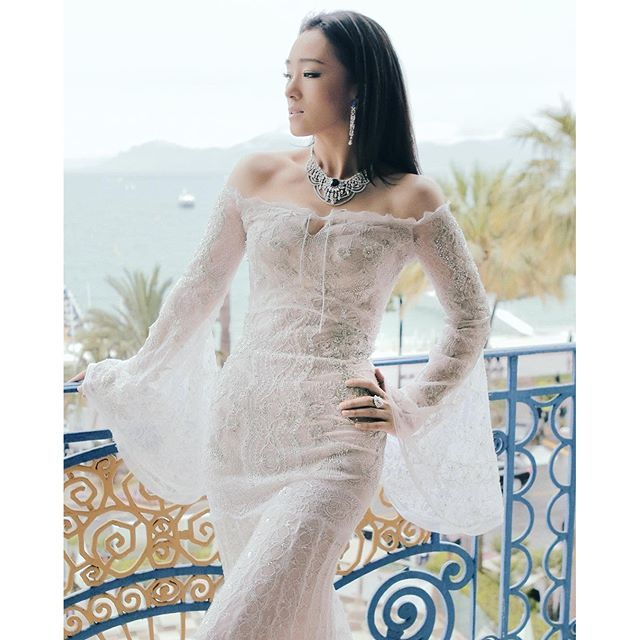 piaget: And the rings were for.. Ms Gong Li ! What a stunning view of our #Piagetambassador moments before hitting the #openingnight red carpet to dazzle in #PiagetHighJewellery . #RadiantCannes #cannesfilmfestival #cannes #cannes2016 #gongli