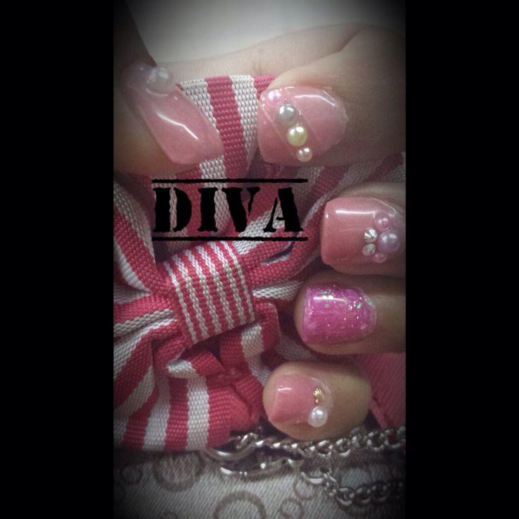 Bonitas uñas rosas de acrilico con decorado con piedras y perlas