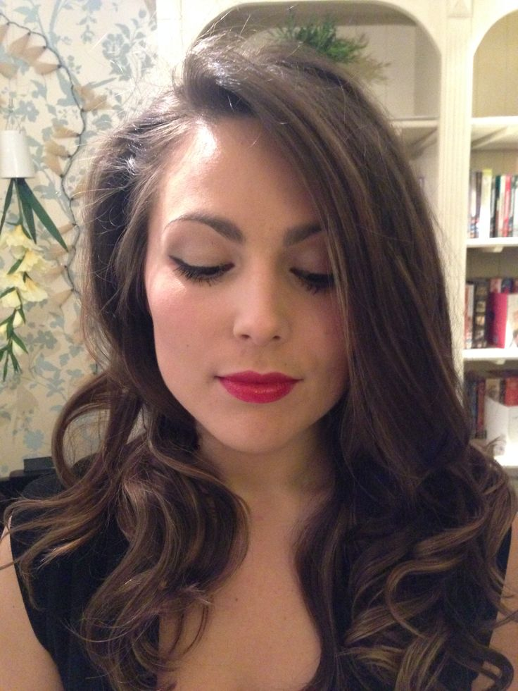 Red lip/winged eyes