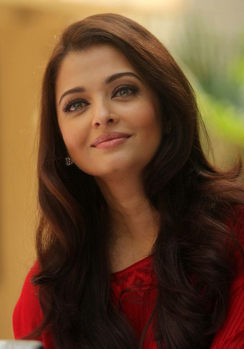 Dear God. If I could have picked, I would have chosen to look like her. Because I couldn't, can my daughter look like her pleeeeeaaaaassseeee???? Thank you :) Aishwarya Rai
