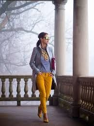 Resultado de imagen para como combinar pantalones amarillos