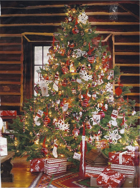 Christmas at the vacation log cabin! http://www.ecoglobalsociety.com/eco-friendly-holidays-decor/
