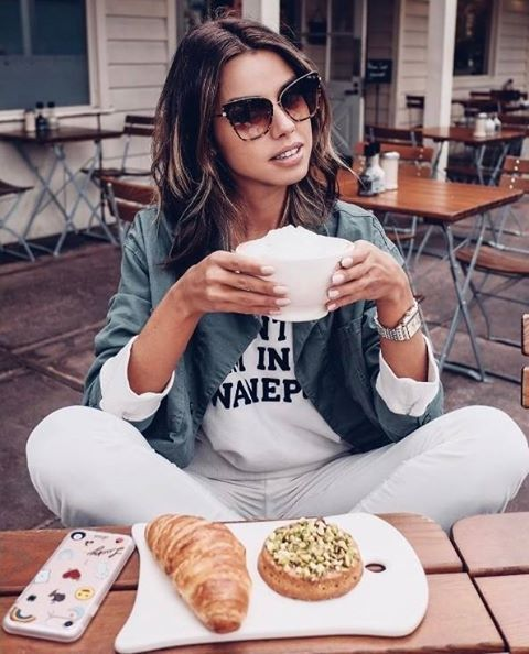 A linda Annabelle Fleur do @vivaluxuryblog divando de óculos Dita  #oticaswanny #vivaluxuryblog #dita #ditaeyewear