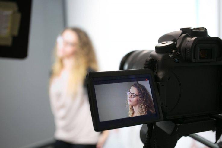 Sabrina: una delle spose che ha inviato la sua candidatura al casting 2.0 tramite i social network ed è stata selezionata per partecipare al casting live, presso Elle Italia