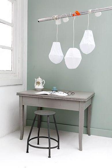 grey desk - sea green wall - zeegroene muur - grijs bureau