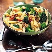 Penne met broccoli, knoflook en walnoten recept - Pasta - Eten Gerechten - Recepten Vandaag