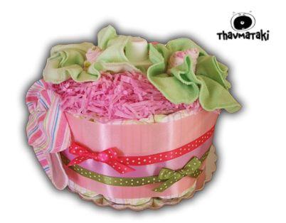 Ανθισμένο δωράκι για νεογέννητα κοριτσάκια! Περιλαμβάνει περίπου 20 πάνες εσωτερικά, ένα βρεφικό αφρόλουτρο και βρεφικά πανάκια σαν όμορφα τριανταφυλλάκια και πεταλούδες! Τιμή 25€