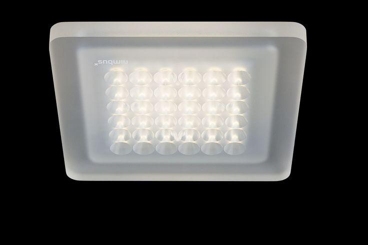 Extrem flache, nur 10 mm hohe LED.next-Deckenleuchte für Direktmontage. Alternativ mit Montagekonsole für Hohlraum (HaloX-O oder Bohrung ∅ 68 mm) erhältlich. Lichtaustritt ca. 95 % direktstrahlend, breit abstrahlend. Ausführung mit eng abstrahlender Lichtcharakteristik durch integrierte Linsentechnik. Zusätzliche Deckenaufhellung sowie sehr gleichmäßige, nahezu raumhohe Wandaufhellung durch Sekundärlicht. Externer Nimbus-Konverter erforderlich. Der Konverter kann in die abgehängte Decke…