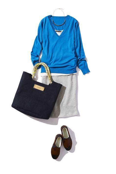 鮮やかブルーのVネックニットでハンサムクールな秋の着こなし ― A