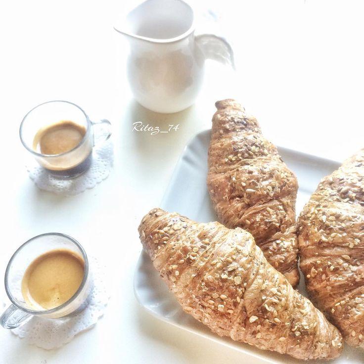 Iniziamo questo martedì...dopo una notte passata in un bagno di sudore..il risveglio è un pó traumatico...collo in blocco😰😁😭e siamo solo a inizio settimana!!! Ah ☕️Buongiorno #instamamme #nothingisordinary_ #notonlymama #paroladimamma #mammaaiutamamma #ealloraamiche #thewomoms_luglio #womoms_official #moka_lovers #igcoffee #coffee_inst #colazioneitaliana #lory_alpha_food #your_coffeebreak #loves_coffeebreak #9vaga_dailytheme9 #9vaga_shabbysoft9 #9vaga_food9 #tv_living #still_life_gallery…