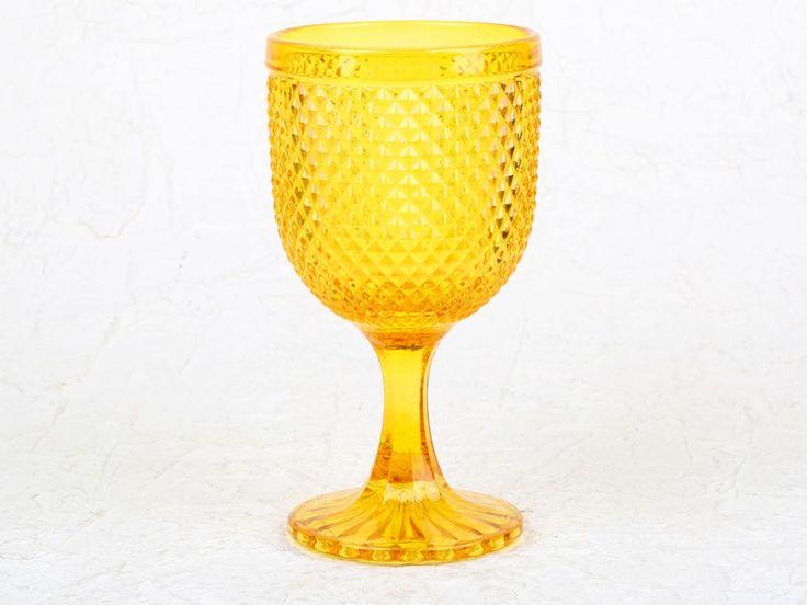 Copa de vidrio grueso de alta calidad. Un diseño único con acabado irregular y disponible en varios colores. Apto para lavavajillas.