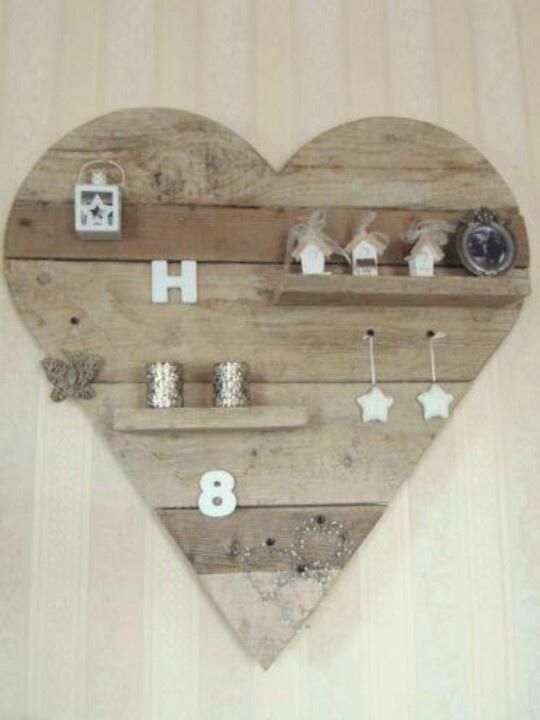 étagère cœur bois brut type palette