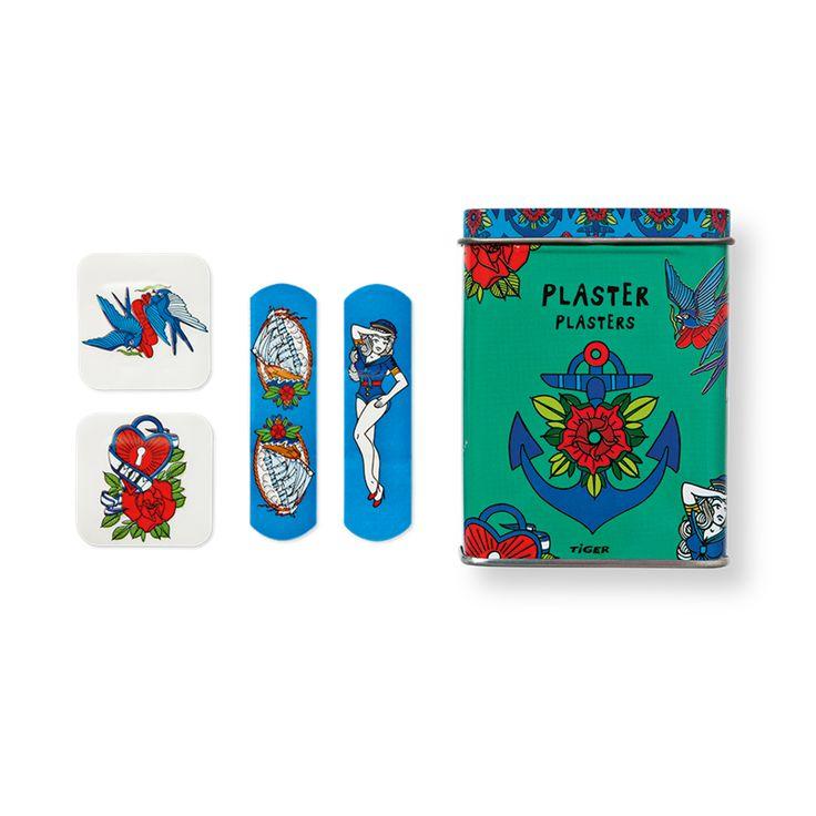 Houd de wond op je arm schoon en laat je moeder schrikken met de pleister! Metalen doosje met tatoeage pleisters. € 1.