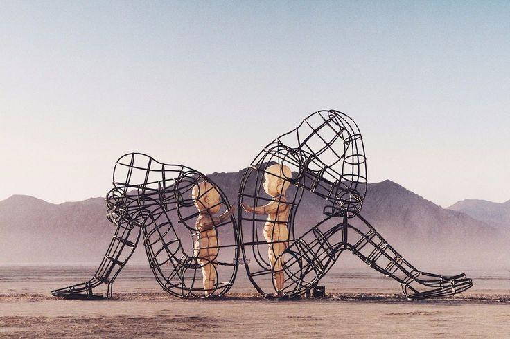 Cамый сумасшедший фестиваль в мире — Burning Man. На восемь дней американская пустыня Блэк-Рок соберет сотни невероятных арт-объектов и тысячи необычных людей со всего мира.