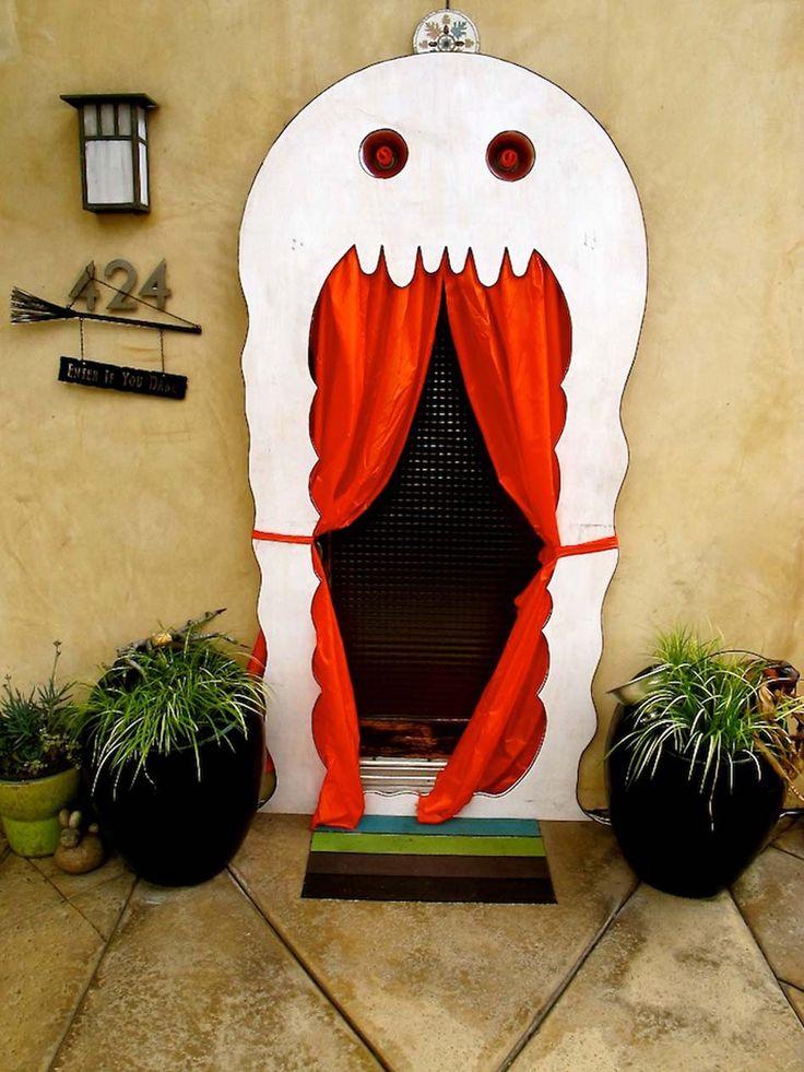 Décorer la porte entrée d'une manière créative et originale pour Halloween