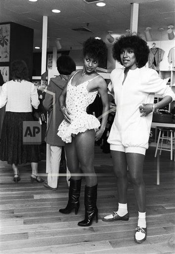 with Phylicia Rashad try on clothes in 1982. (Moneta Sleet, Jr./Ebony Collection via AP Images)