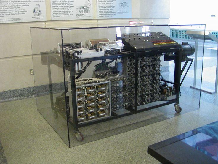 Stiai ca primul calculator electronic-digital a fost construit in 1939, la Universitatea din Iowa, de catre profesorul John Atanasoff si studentul sau Clifford Berry? :)