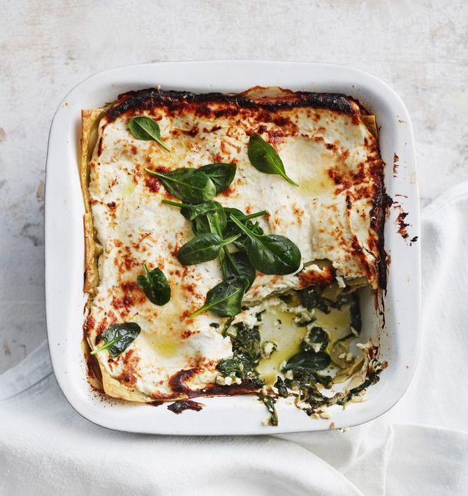 Pikainen pinaattilasagne. Kevyt ja proteiinipitoinen rahka yllättää lasagnessa iloisesti.