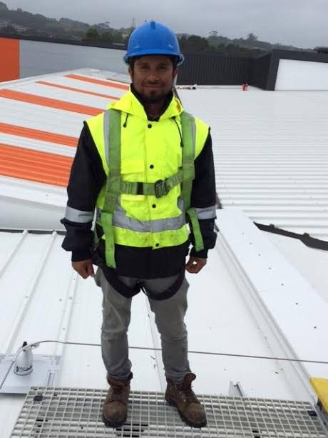 Majadur is a Roofer from Bangladesh.