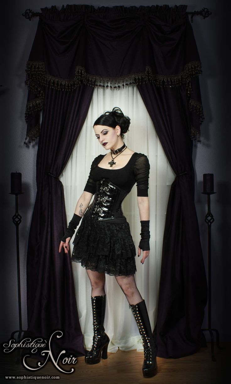 sophistiquenoir.com/ showing a straight-up traditional #Goth girl. Yummy!