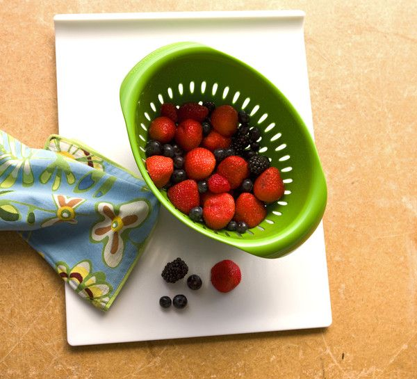BPA Free colander made from 100% recycled plastic!   playitgreen.com.au