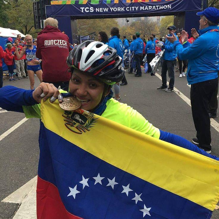 Nuestro corazón siempre con nuestros hermanos(as) en el exterior.  @zcaritovzla  estuvo presente en el Maratón de New York.  #UnPocoDeMi Buenos días mi querida #Venezuela  hoy me desperté pensando en ti y en lo mucho que te amo siempre es un orgullo llevarte a lo más alto y hoy mis sentimientos están con todos mis herman@s venezolanos que estuvieron apoyando durante todo el recorrido del @nycmarathon  escuchar en cada milla la euforia felicidad emoción y orgullo de un viva #Venezuela dale…