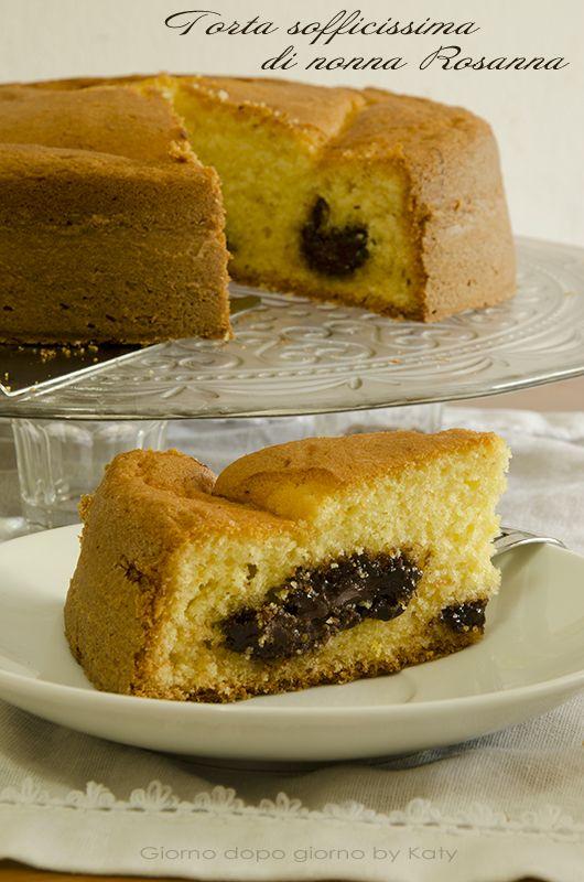 Torta sofficissima di nonna Rosanna  Buona giornata a tutti, voi pensate al pranzo, io sono già al dolce! Come promesso la ricetta cucinata ieri, la torta sofficissima di nonna Rosanna, con piccola e golosa modifica, l'aggiunta di un cuore di nutella, sul mio #blogGZ  #Giornodopogiorno