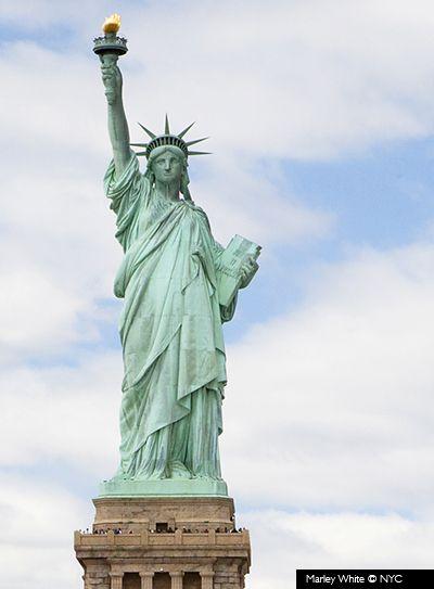 El Regalo De La Libertad Estatua De La Libertad Estatuas Libertad
