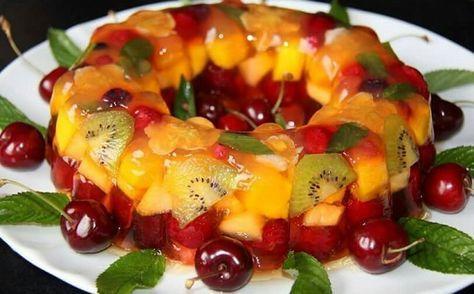 A Gelatina com Frutas é uma opção de sobremesa refinada, linda e muito saborosa…