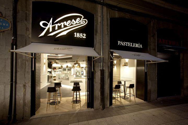 Новое кафе Pastelería Arrese в старинном здании в центре Бильбао