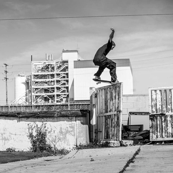 Tiago is the man! New things coming from DC soooooon! . . . . #tiagolemos #dc #dcshoes #dcshoeco #shoes #sneakers #footwear #dcfootwear #trainers #skateshoes #skateboardshoes #skateboards #skateboarding #supereight #frontcrook #proshoe #dctiagos