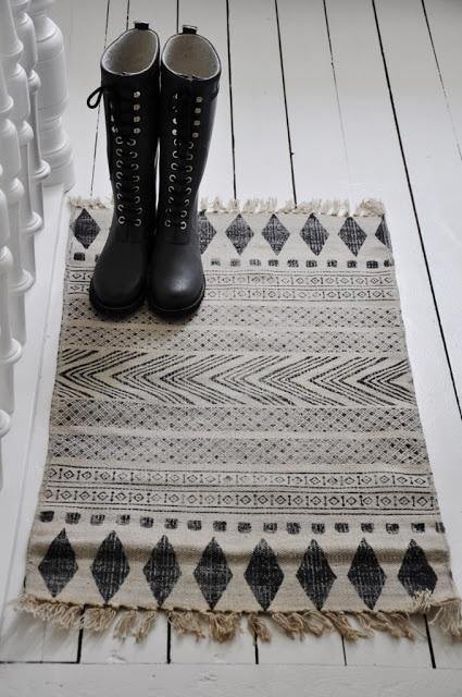 Geometric rug.  #Rugs #Floors