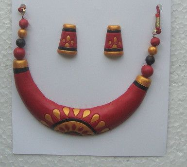 maroon golden black floral design terracotta jewelry set