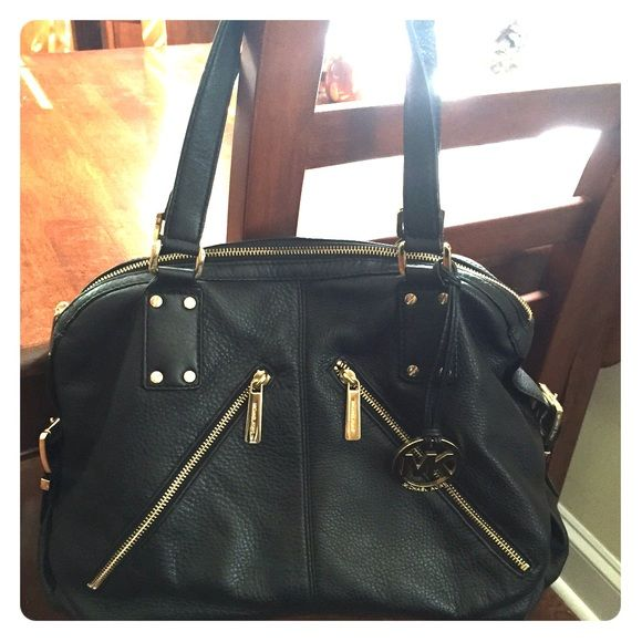 Michael Kors Black Leather Purse Gorgeous Michael Kors authentic black leather handbag. Perfect for work or play, it's not too big, but fits everything you could need. Used a few times, in perfect condition. Please feel free to make an offer or ask any questions! Michael Kors Bags