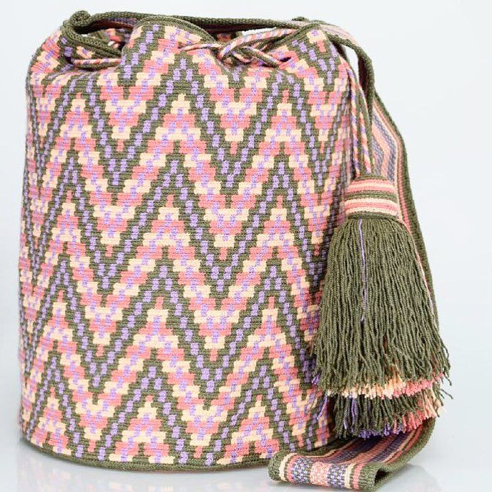 281 отметок «Нравится», 2 комментариев — Just Wayuu (@just.wayuu) в Instagram: «Handcrafted handbags made by indigenous wayuu in the north of Colombia. Worldwide shipping – envíos…»
