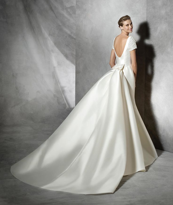 TALIN - Modern wedding dress with short sleeves | Pronovias