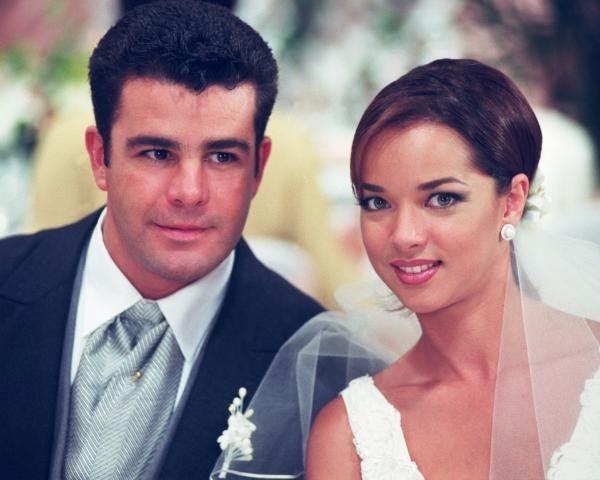 Camila es una telenovela mexicana producida en 1998 y 1999 por Angelli Nesma Medina para Televisa, protagonizada por Bibi Gaytán y Eduard...