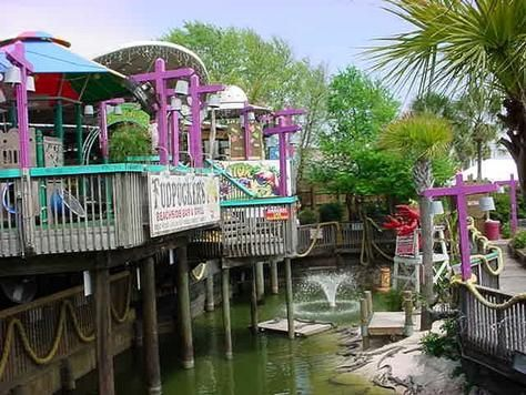 Fudpuckers in Destin Florida I love this place!  Tourist please be kind to the local kids who serve you!!!