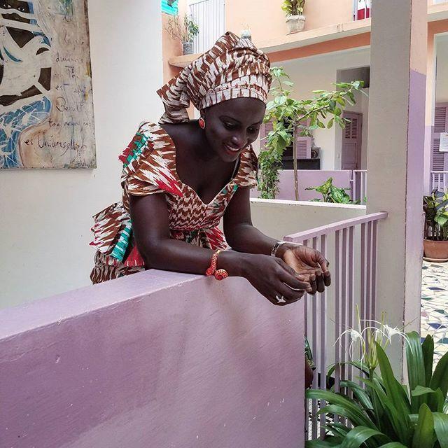 Back to Senegal. Women are so elegant. Photo by French-Senegalese photographer Delphine Diallo #lovesenegal #doomondar