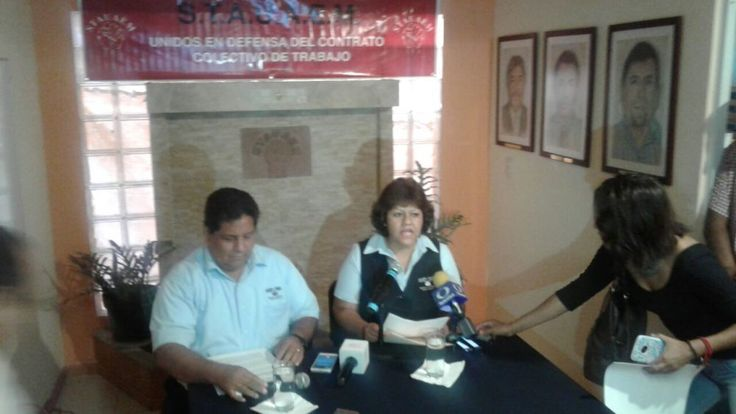 Exigen trabajadores administrativos la renuncia del Rector Alejandro Vera