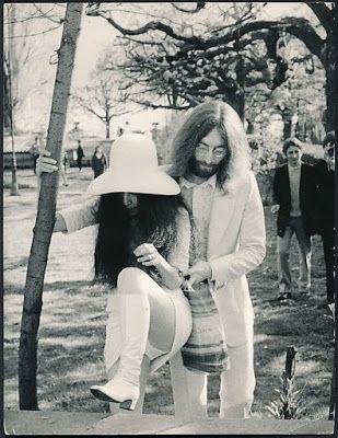"""Встретиться с """"Битлз"""" по-настоящему: Джон Леннон и Йоко  Оно)))"""